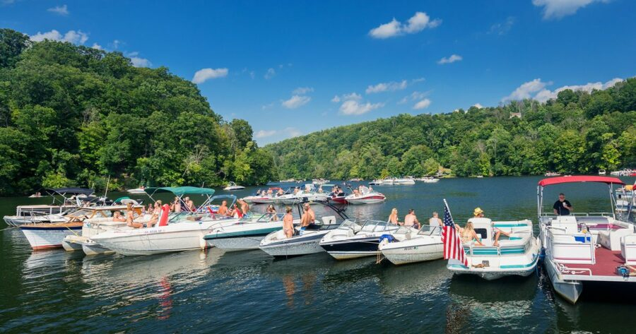 Rafting Up 101: How to Raft Up with Other Boats